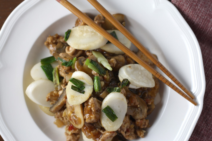 Stir Fried Spicy Rice Cakes With Pork And Mushrooms